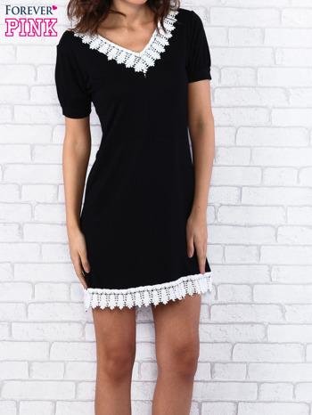 Czarna sukienka z koronkowym wykończeniem                                  zdj.                                  3