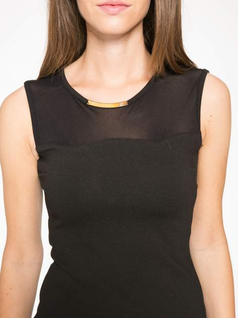 Czarna sukienka z siateczkowymi wstawkami na dekolcie i plecach                                  zdj.                                  6