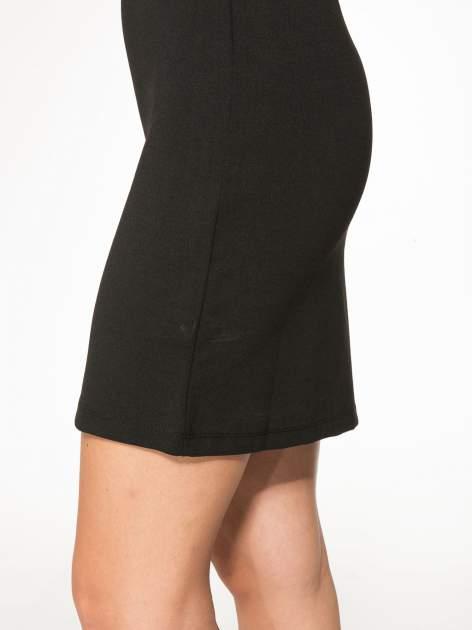 Czarna sukienka z siateczkowymi wstawkami na dekolcie i plecach                                  zdj.                                  8