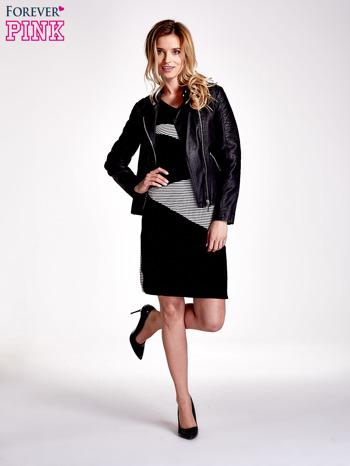 Czarna sukienka z wykończeniem w paski                                  zdj.                                  2