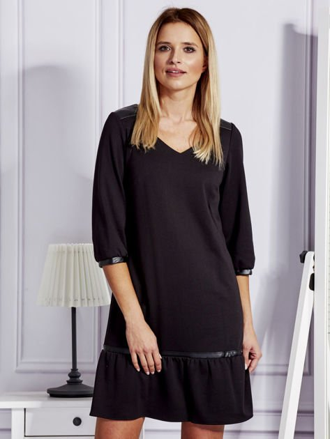 Czarna sukienka ze skórzanymi lamówkami                              zdj.                              1