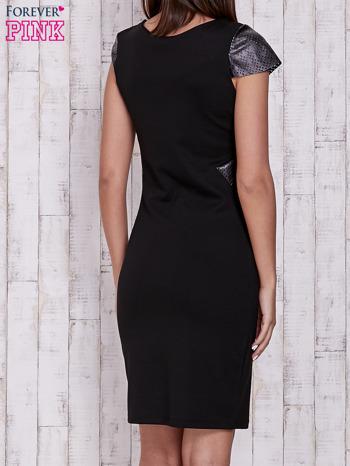 Czarna sukienka ze skórzanymi pikowanymi wstawkami                                  zdj.                                  2
