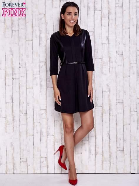 Czarna sukienka ze skórzanymi wstawkami                                  zdj.                                  2