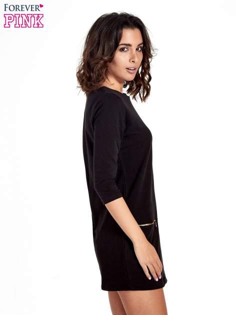 Czarna sukienka ze złotymi suwakami                                  zdj.                                  3