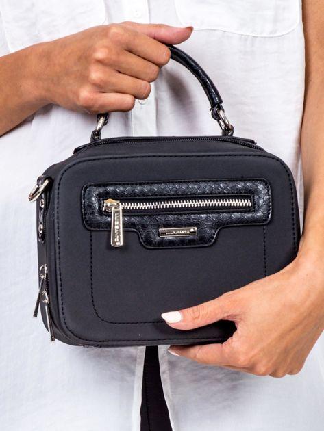 Czarna torba kuferek z motywem skóry węża                              zdj.                              2