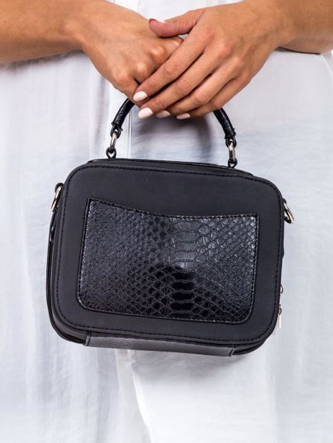 Czarna torba kuferek z motywem skóry węża                              zdj.                              4