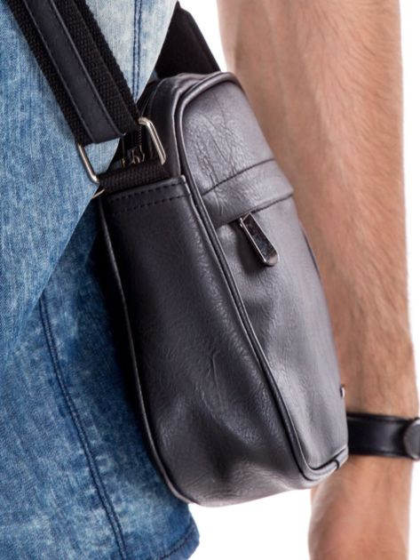 Czarna torba męska z kieszeniami na suwak                              zdj.                              2