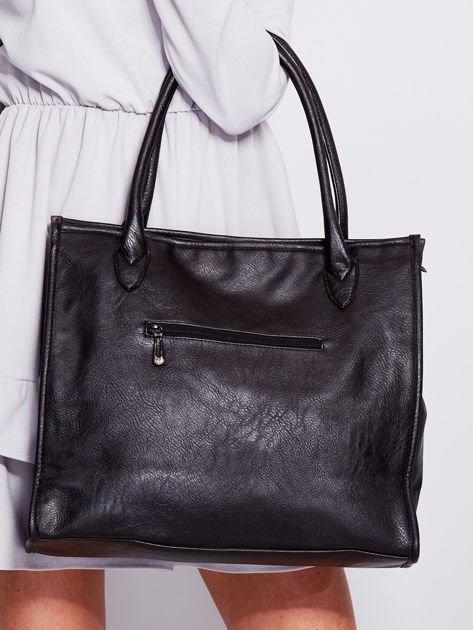 Czarna torba na ramię w miejskim stylu                              zdj.                              2