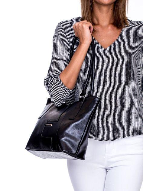 Czarna torba na ramię z ekoskóry                              zdj.                              3