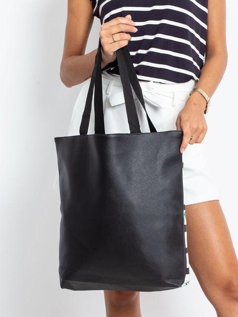 Czarna torba z egzotycznym nadrukiem                              zdj.                              2