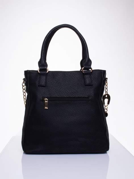 Czarna torba z łańcuszkowym odpinanym paskiem                                  zdj.                                  2