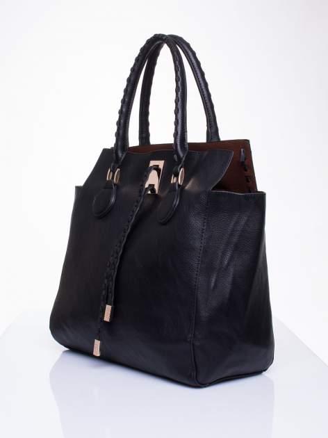 Czarna torba z ozdobnymi skórzanymi troczkami                                  zdj.                                  3