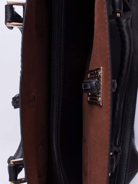 Czarna torba z ozdobnymi skórzanymi troczkami                                  zdj.                                  5