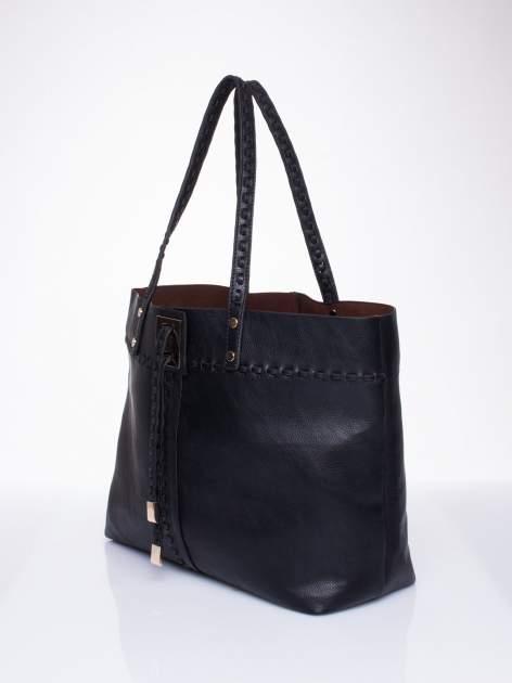 Czarna torba z przeplatanym paskiem                                  zdj.                                  3