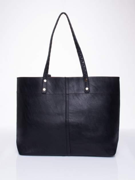 Czarna torba z przeplatanym paskiem                                  zdj.                                  2