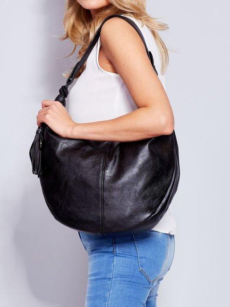 Czarna torba z przywieszką                              zdj.                              4