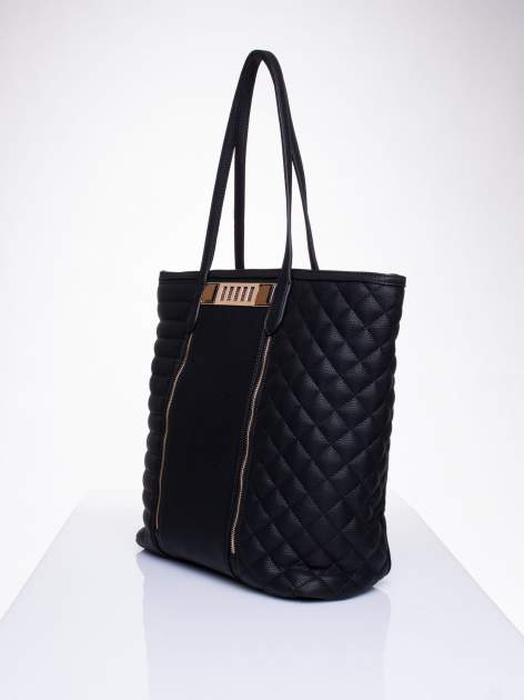 Czarna torba ze złoceniami i asymetrycznym pikowaniem po bokach                                  zdj.                                  3