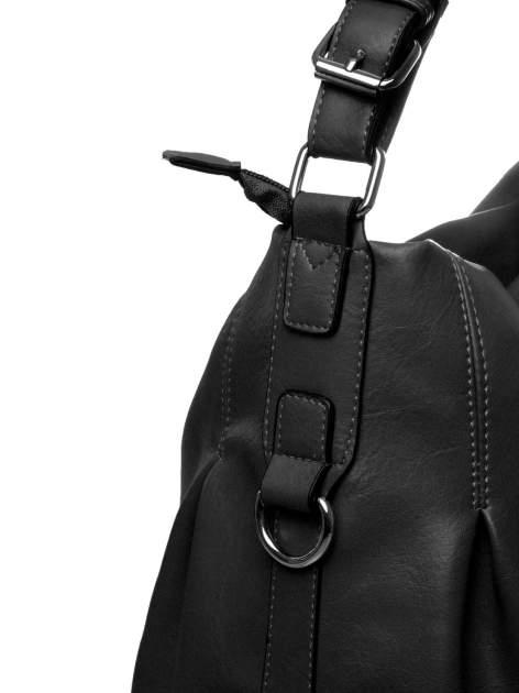 Czarna torebka hobo na ramię                                  zdj.                                  3