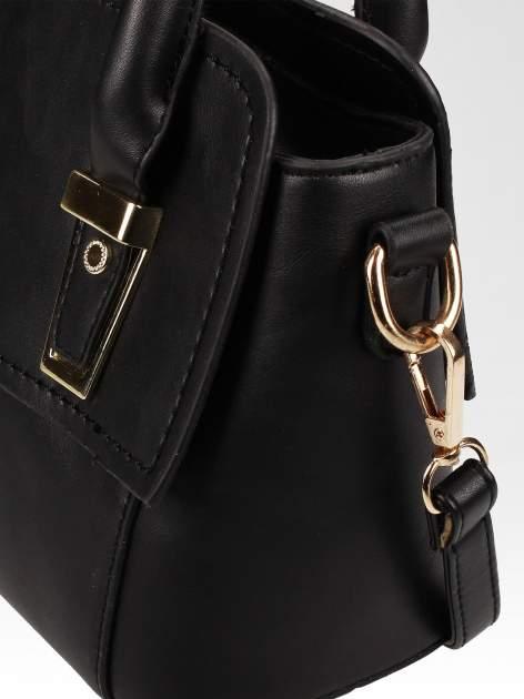 Czarna torebka kuferek z odpinanym paskiem                                  zdj.                                  8