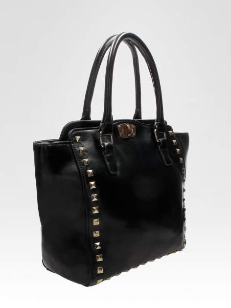 Czarna torebka na ramię z dżetami                                  zdj.                                  7