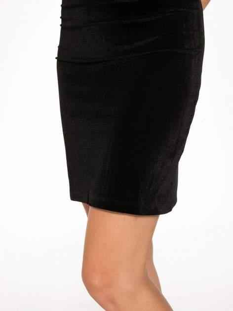 Czarna welurowa sukienka z głębokim tiulowym dekoltem                                  zdj.                                  9