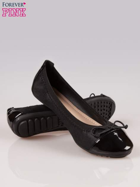 Czarne balerinki na gumkę z lakierowanym noskiem                                  zdj.                                  4