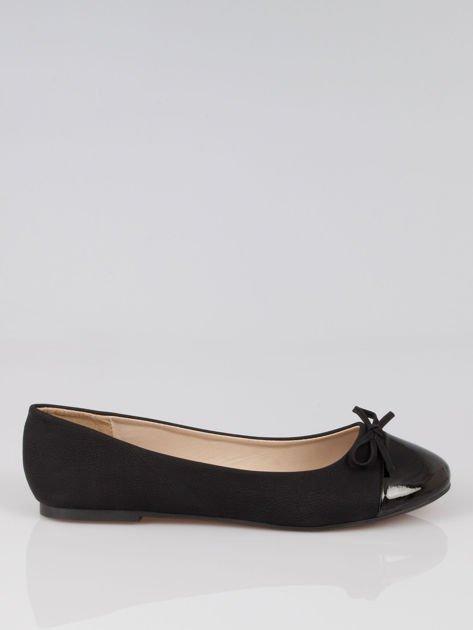 Czarne baleriny faux leather classic z kokardką i lakierowanym noskiem                                  zdj.                                  1