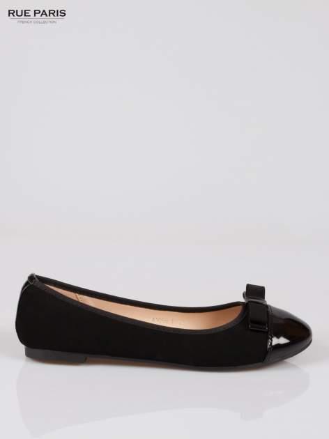 Czarne baleriny faux leather z lakierowanym noskiem i kokardą                                  zdj.                                  1