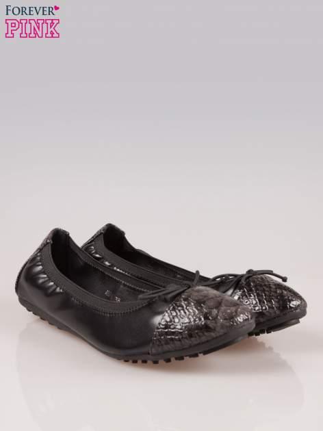 Czarne baleriny faux snake leather na gumkę z wężowym noskiem                                   zdj.                                  2