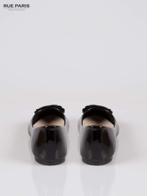 Czarne baleriny z prostokątną kokardą                                  zdj.                                  3