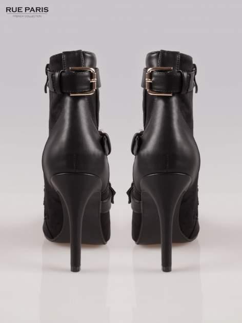 Czarne botki na szpilce w stylu motocyklowym                                  zdj.                                  3