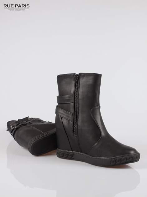 Czarne botki w stylu sneakersów z zamkami i klamrami                                  zdj.                                  4