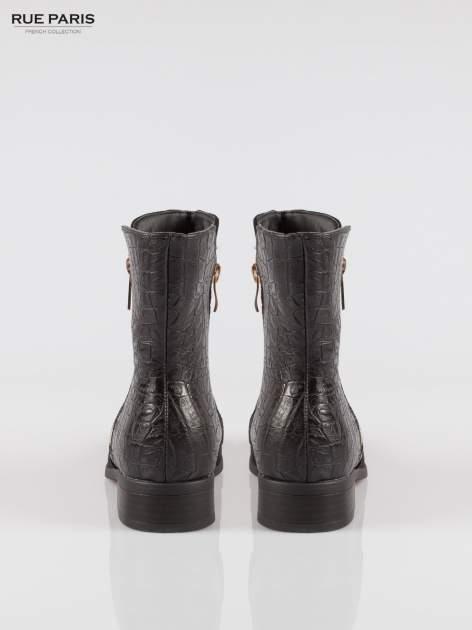 Czarne botki z dwustronnym zamkiem z tyłem z efektem skóry krokodyla                                  zdj.                                  3