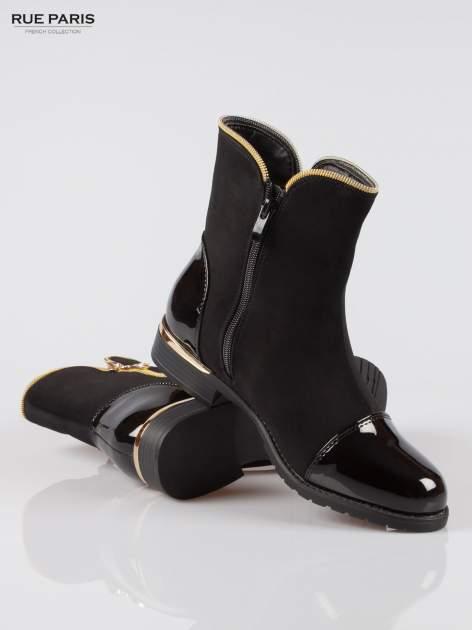 Czarne botki ze złotym zamkiem i obcasem i lakierowanym czubkiem                                  zdj.                                  4