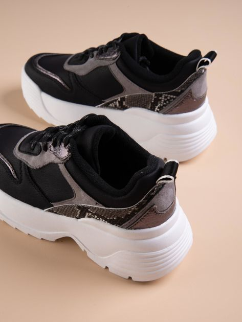 Czarne buty sportowe na podwyższeniu z błyszczącą wstawką i zwierzęcym motywem                              zdj.                              3