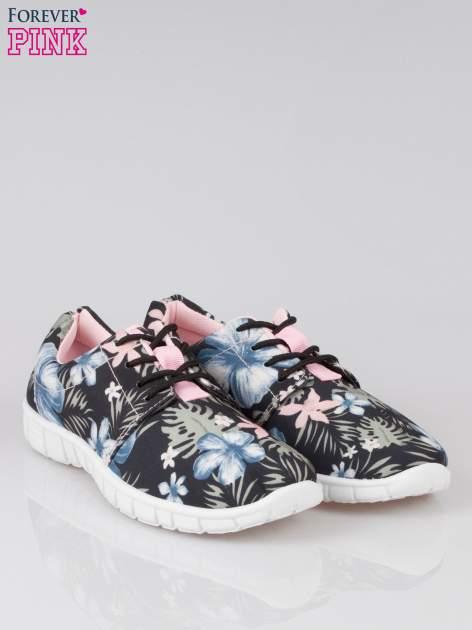 Czarne buty sportowe textile Tropicana w exotic print na podeszwie flex                                  zdj.                                  2