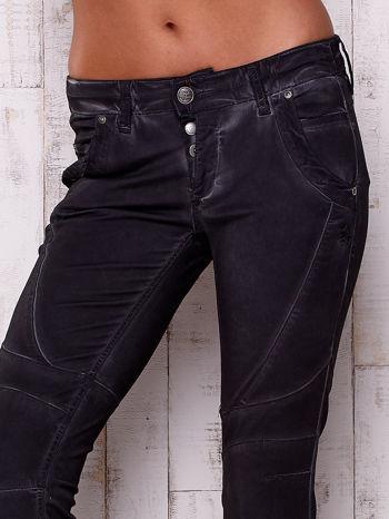Czarne dekatyzowane spodnie z przeszyciami                                  zdj.                                  4