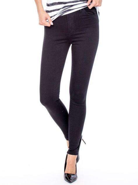 Czarne dopasowane spodnie z wysokim stanem                              zdj.                              1