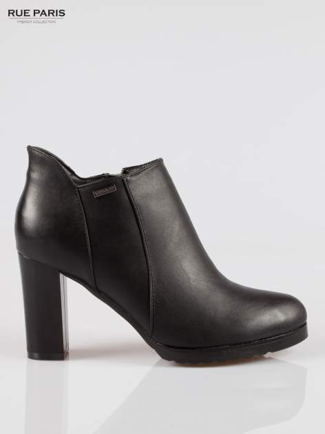 Czarne eleganckie botki na słupkowym obasie i platformie