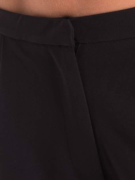 Czarne eleganckie szorty z kontrastowym lampasem                                  zdj.                                  7
