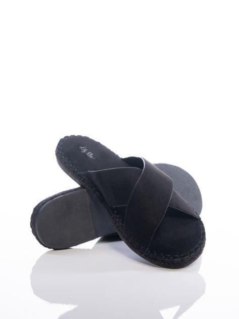 Czarne gładkie klapki z ecozamszu                              zdj.                              4