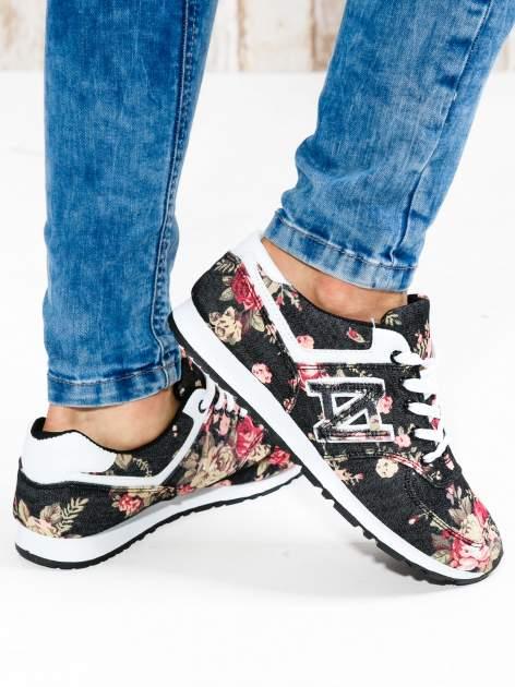 Czarne kwiatowe buty sportowe w stylu casual