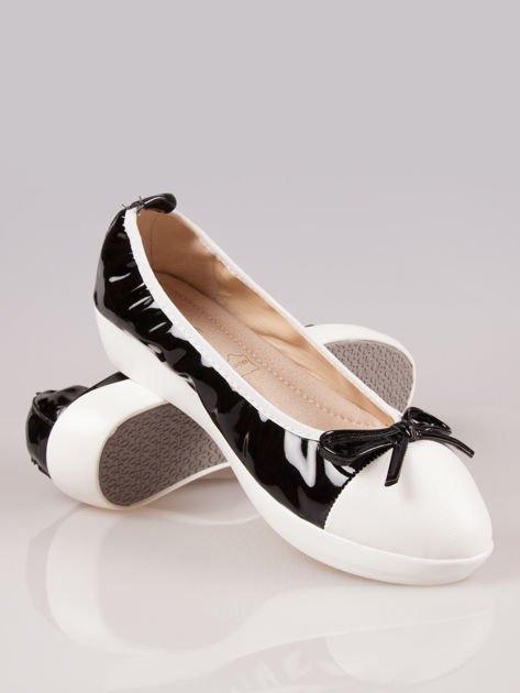 Czarne lakierowane baleriny Natty z białym noskiem na grubej podeszwie                                  zdj.                                  4