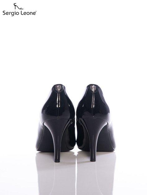 Czarne lakierowane szpilki Sergio Leone z przypinką na tyle cholewki                              zdj.                              3