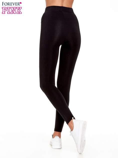 Czarne legginsy basic z lekkim ociepleniem                                  zdj.                                  4
