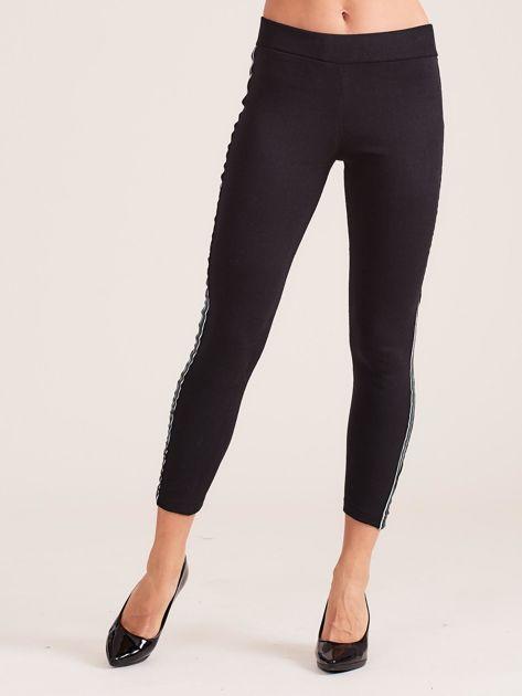 Czarne legginsy damskie z kolorową taśmą                               zdj.                              2