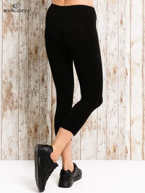 Czarne legginsy sportowe 3/4 z logo                                  zdj.                                  3