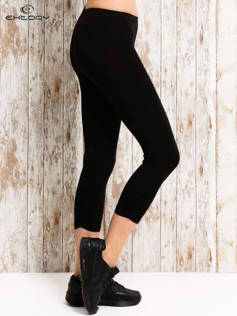 Czarne legginsy sportowe 3/4 z logo                                  zdj.                                  2
