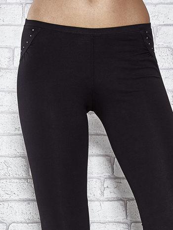 Czarne legginsy sportowe 7/8 z wiązaniem                                  zdj.                                  4