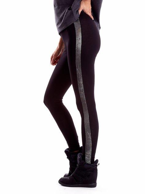 Czarne legginsy z błyszczącymi lampasami                              zdj.                              7